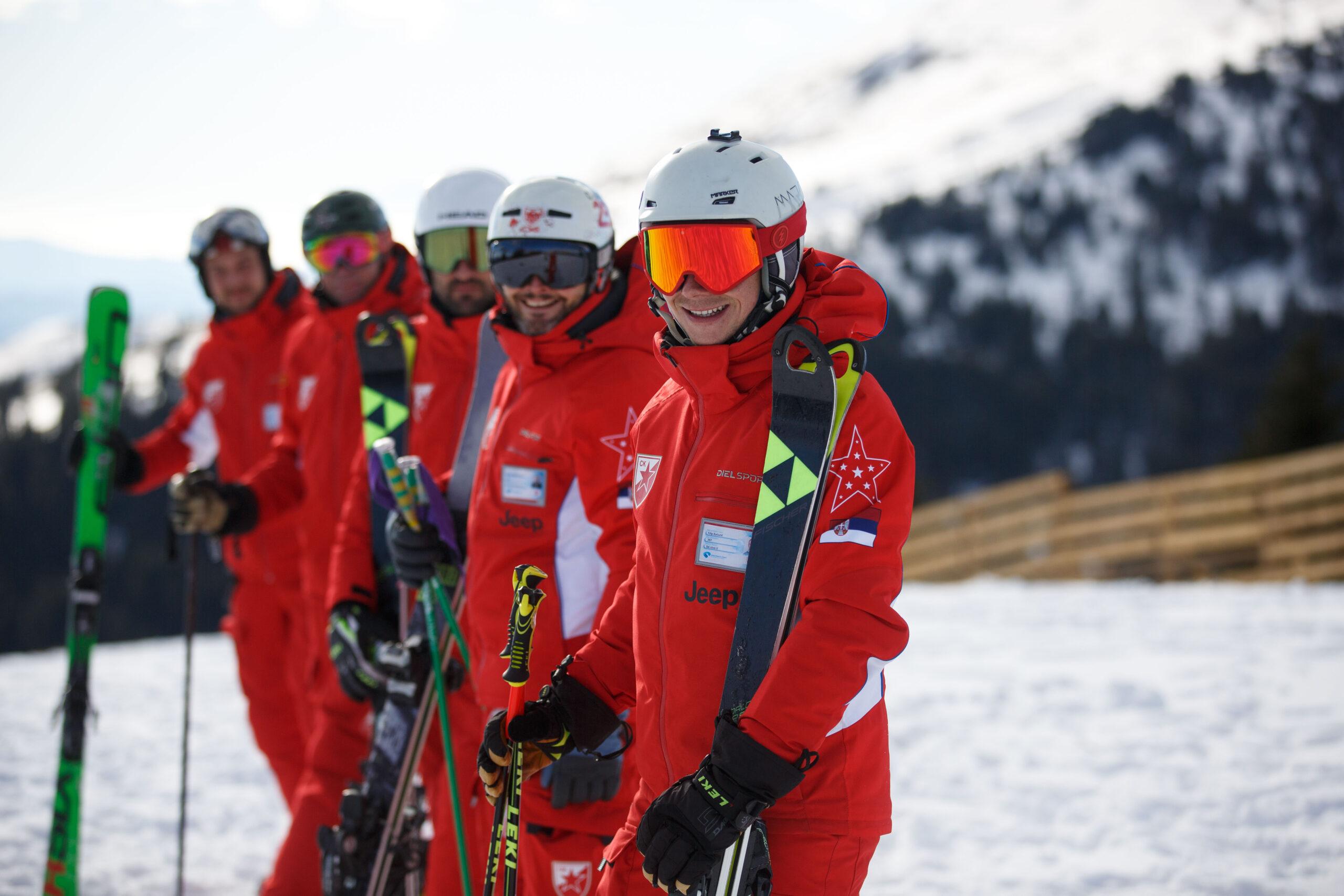 Instruktori ski skole Crvena zvezda